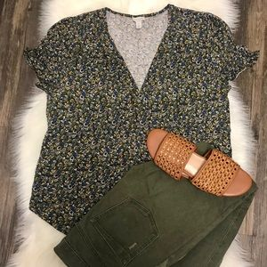 Hinge cute green yellow floral blouse🌸